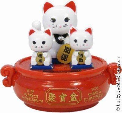 Familia de Gatos Chinos de la Suerte - Energía Solar