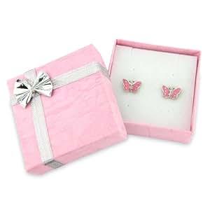 Adorables boucles d'oreilles avec papillon rose pâle. Delivrées dans une petite boîte rose avec ruban argenté.