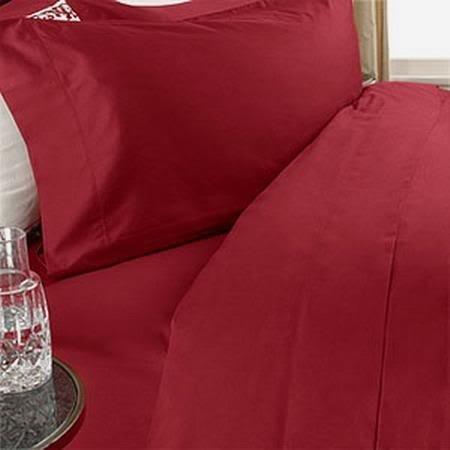 Que traiga la belleza y el estilo de las generaciones de la artesanía italiana directamente a su casa. Este juego de cama de lujo italiano está diseñado para los ricos y el famosos. El set está fabricado de la mejor calidad de tejido de algodón egipc...