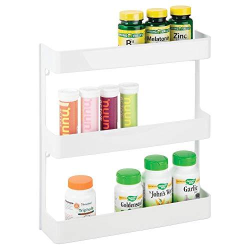 mDesign Medikamenten Organizer - Wandregal mit DREI Ebenen - Badregal für Gesundheitszubehör, Arzneimittel sowie Nahrungsergänzungsmittel - weiß - Wand-hausapotheke