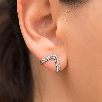 Boucles d'oreilles triangle huggie en argent sterling 925 fait main par Emmanuela, Clous d'oreilles minimalistes modernes hypoallergéniques, boucles d'oreilles chevron en forme de v