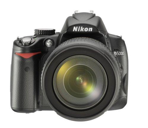 Nikon D5000 SLR-Digitalkamera (12 Megapixel, Live-View, HD-Videofunktion) Kit inkl. 18-105mm 1:3,5-5,6G VR Objektiv (bildstab.) D5000 Kit