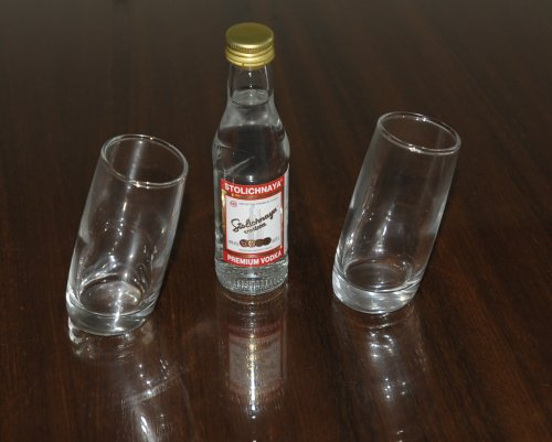 pair-of-ludico-tilted-shot-glasses60ml-with-stolichnaya-russian-vodka-5cl-miniature