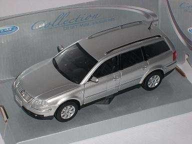 VW Volkswagen Passat Variant Silber Kombi Metallmodell 1/24 Welly Modellauto Modell Auto