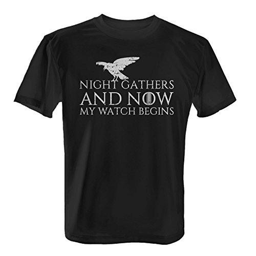 Fashionalarm Herren T-Shirt - Night Gathers And Now My Watch Begins | Fan Shirt mit Nachtwache Eid Spruch als Geschenk Idee zur GoT Serie, Farbe:schwarz;Größe:M