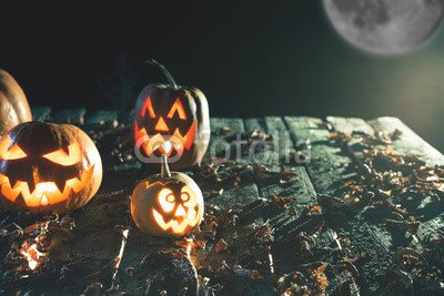 druck-shop24 Wunschmotiv: Halloween pumpkins at wood background. Carved scary faces of pumpkin. #120767962 - Bild auf Forex-Platte - 3:2-60 x 40 cm/40 x 60 cm