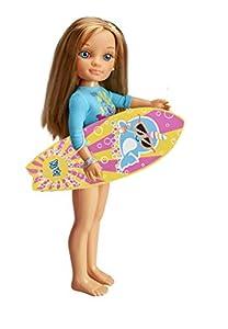 Nancy- Un día haciendo, Muñeca con tabla de surf y neopreno, para niños y niñas a partir de 3 años, (Famosa 700015528)