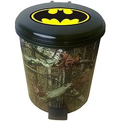 Le Mobilier Cove 2.6Gallon Plastique étape Peut Corbeille dans Un imprimé Camouflage avec Votre Choix d'une Fantaisie Thème Logo Autocollant–Gratuit Poubelle Liner Batman