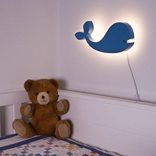 Das Wandlicht Eddy ist eine Wandlampe / Wandleuchte fürs Kinderzimmer in Form eines blauen Wals mit warmweißer LED Hinterleuchtung (Korona Effekt)