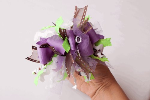 FABULOUS Funky and loopy hair bows- easy to understand instructions by 5th Avenue Bowtique (English Edition) (Bows Hair Boutique 5)