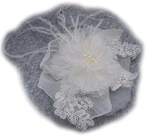 Broche fleur en tissu organza, plume et dentelle, couleur ivoire. Pour robe de mariage.