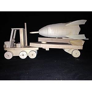 Rakete mit fahrbarer Abschussram