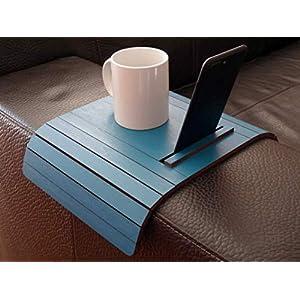 Holz sofa armlehnentisch mit smartphone und tablet reader stehen in vielen farben wie blau grün Armlehnentablett…