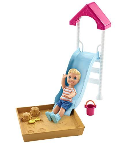 Barbie FXG96 - Skipper Babysitters Inc. Puppe und Spielset, kleine Puppe mit Rutsche und Sandkasten