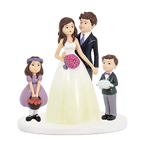 Estupenda y original figura para tarta de boda realizada en resina de una pareja de novios con niños a los lados. Es un detalle estupendo para la decoración de la tarta del evento. Medidas: 18 cm. Material: Resina.