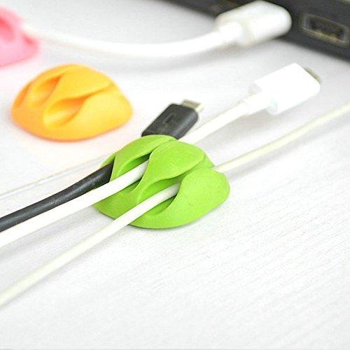 Pack NOIR-BLANC de 4 attaches cable pour ne plus jamais laisser trainer vos cables partout - Les clips cable peuvent tenir 3 câbles chacun! Attache cable pour bureau, objets connectés, pc ,mac, iphone...
