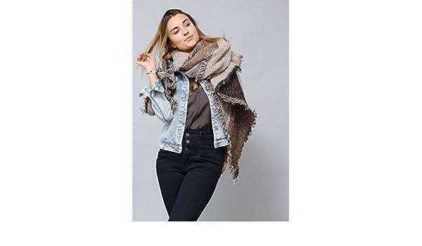 4113e1affaa987 Flauschiger Designer XXL-Schal für Damen by Sassyclassy | Weicher Oversize  Schal in Braun-Beige | Winterschal mit Fransen | Poncho-Schal mit  Karo-Muster ...