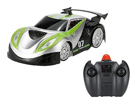 GoolRC Radio Control Zero Gravity Mini Wall Climber Climbing RC Car Kids Electric Toy RC Vehicle Stunt Car (Green)