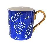 Une Grande Tasse ou Mug en fine porcelaine anglaise et peinte à la main en dessin 'Prince Bleu' pour thé ou café. Coffret Cadeau...