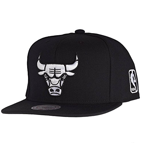 Mitchell & Ness Chicago Bulls All Black And White Logo EU448 Snapback Cap NBA