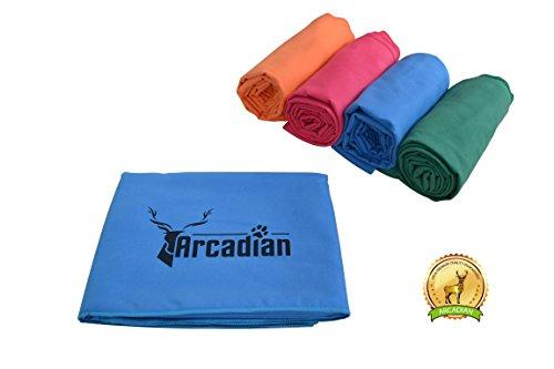 Großes Mikrofaser Hundehandtuch von Arcadian in Blau, Grün, Orange und Rosa. Diese lebhaften farbigen Handtücher machen das perfekte Geschenk für Ihr geliebtes Haustier. Diese Handtücher sind aus hochwertigem Mikrofaser hergestellt, sie sind leicht, schnell trocknend und super saugfähig. Geeignete Größe für alle Rassen und ist fantastisch, wenn sie als Sitzbezug, Bettdecke, Kistenauskleidung oder Kofferraum oder Sitzpolster verwendet werden. 100% Zufriedenheitsgarantie! (Und Bettdecken Rosa Blau)