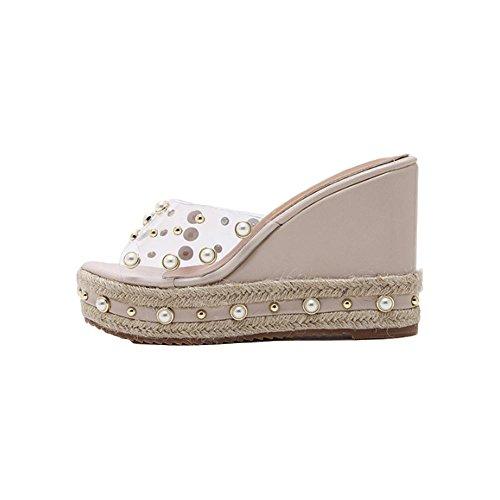 el-verano-clava-la-pendiente-de-la-perla-con-los-zapatos-inferiores-gruesos-comodos-de-los-deslizado