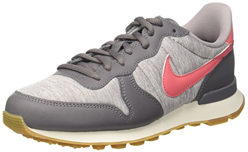 Nike Damen Internationalist Sneaker, Mehrfarbig (Gunsmoke/Sea Coral/Atmosphere Grey/Sail 020), 42.5 EU (Basketball-tennis-schuhe Frauen)