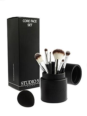 Boîte Faciale complète – Elle comprend 6 brosses, une éponge mêlant Pro et une porte brosse.