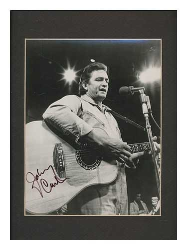 Johnny Cash : SIGNED mounted b/w promotional photograph