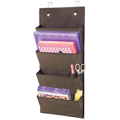 mDesign Schrank Organizer ohne Bohren - Hängeorganizer mit vier großen Fächern - Mehrzweckschrank für Türen im Kinderzimmer und Schlafzimmer - braun -