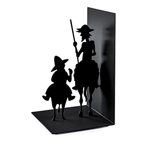 Balvi-Don-Quijote-sujeta-libros-de-metal-Inspirado-en-la-obra-de-Cervantes