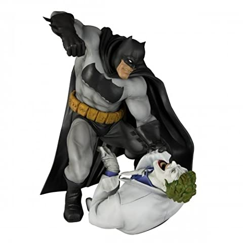 Kotobukiya The Dark Knight Returns: Batman vs. Joker ArtFX Statue (Hunt The Dark Knight) by Kotobukiya