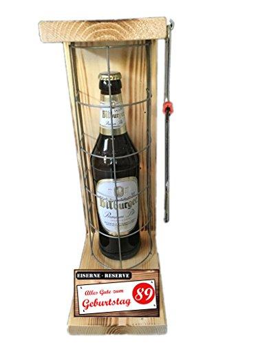"""""""Alles Gute zum 89 Geburtstag"""" Die Eiserne Reserve mit einer Flasche Bitburger Pils 0,50L incl. Bügelsäge zum aufschneiden des Metallgitters - Das ausgefallenes witziges originelles lustiges Geschenk Geschenkset Flaschenkorb für über 170 verschieden Anlässe - Die Top Geschenkidee mit dem WOW Effekt"""