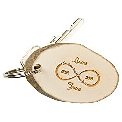 Schlüsselanhänger-Baumscheibe: Partneranhänger aus Holz mit persönlicher Gravur- mit Namen und Datum personalisiert und Unendlichkeitszeichen-Geschenkidee für Paare zum Valentinstag