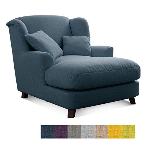 Cavadore XXL-Sessel Assado / Großer Polstersessel in blau mit Holzfüßen, großer Sitzfläche, Polsterung und 2 weichen Zierkissen / 109x104x145 (BxHxT)