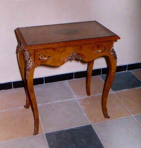 Table baroque table d'appoint de style antique Louis XV MoAl0367