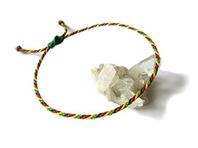 Bracelet corde/fil Vert Jaune Rouge. Simple/Unisexe/Porte chance/Brésilien/Rasta/Jamaïque/Drapeau Bolivie. Fin cordon souple fait et tressé main avec du fil ciré et ajustable avec nœud coulissant. Réf.#P2