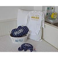 """Canastilla bebé personalizada. Un regalo original para celebrar el nacimiento de un bebé, personalizado y hecho a mano. Incluye """"Saco térmico""""+""""Cojín Nube""""+""""Body"""" todo PERSONALIZADO.*Cesta decorativa para recién nacido."""