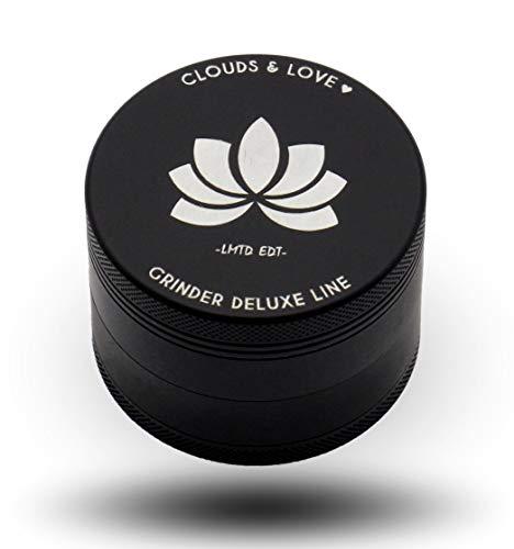Clouds & Love Deluxe Grinder Crusher | höchste Qualität mit Siliconbeschichtung | einzigartig Matt Schwarz | XXL Set 4 teilig, ø63mm groß zerkleinert Tabak-Waren, Hanf, Pollen, high-end Kräuter-Mühle - Kräuter-hanf