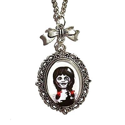 Collier poupée Annabelle horreur Halloween : Pendentif cabochon en verre, breloque noeud, handmade