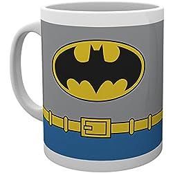GB eye LTD, DC Comics, Batman Costume, Taza de ceramica