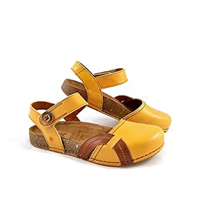 Closed toe walking sandals uk