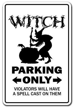 Neuheit Sign Geschenk Hexe Parking Sign Funny Besen Halloween Freundin Ghost Yard Dekorative Aluminium Metall Türschild für Schlafzimmer, Büros