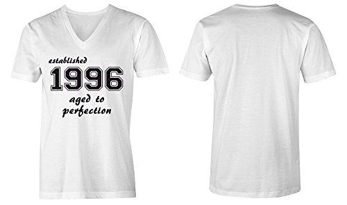 Established 1996 aged to perfection ★ V-Neck T-Shirt Männer-Herren ★ hochwertig bedruckt mit lustigem Spruch ★ Die perfekte Geschenk-Idee (02) weiss