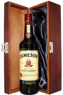 jameson-irish-whiskey-triple-distilled-700ml-with-flask-all-in-a-gift-box-perfect-present