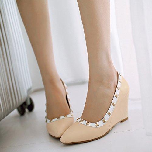 YE Damen Elegant Bequeme Wedges High Heels Spitze Pumps mit Keilabsatz und Nieten 8cm Absatz Schuhe Beige