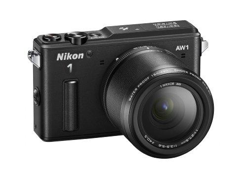 """Nikon 1 AW1 Fotocamera Digitale ad Ottiche Intercambiabili, Impermeabile, 14.2 Megapixel, LCD 3"""", SD 8 GB Pro 400X Lexar, Obiettivo 1 Nikkor 11-27.5 mm, Nero [Nital card: 4 anni di garanzia]"""
