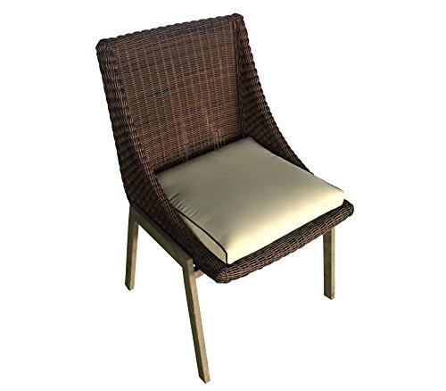 la-silla-de-rota-marron-para-el-interior-y-exterior-es-resistente-a-las-condiciones-climaticas-adver