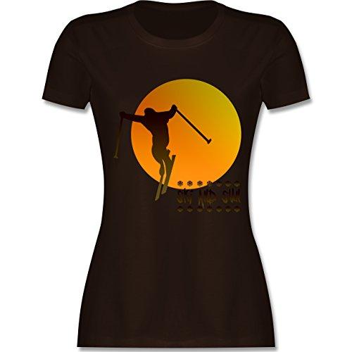 Après Ski - Ski and Sun - Skifahrer - tailliertes Premium T-Shirt mit Rundhalsausschnitt für Damen Braun