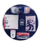 Ce kit sous licence officielle FFF est composé d'une paire de lunettes aux couleur de la France, un porte clés, troisbracelets bleu, blanc, rouge, une paire de tap-tap, un drapeau 100% polyester de 90x60cm et enfin une peinture pour visage bleu, bl...